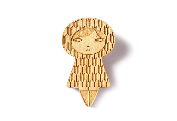 Yagasuri doll brooch - traditional Japanese arrow pattern - kawaii kokeshi brooch - matriochka pin - wooden accessory - lasercut maple wood