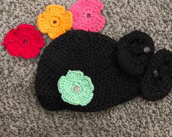 Crocheted Beanie w/matching booties and changable flowers