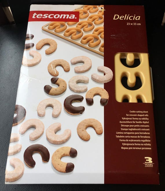 Tes a Delicia Cookie Cutting Sheet for Crescent Shaped Rolls