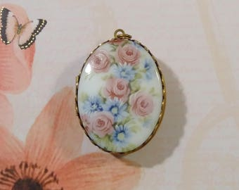 Vintage Porcelain Brass Locket/painted porcelain/large locket/brass locket/porcelain jewelry/costume jewelry/rose jewelry/Victorian style