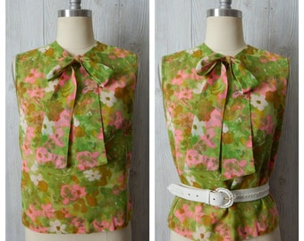 garden groove | Women's Vintage 60s Groovy Avacado Green & Pink Floral Watercolor Sleevless Secretary Shift Blouse with Pussy Bow / Size S