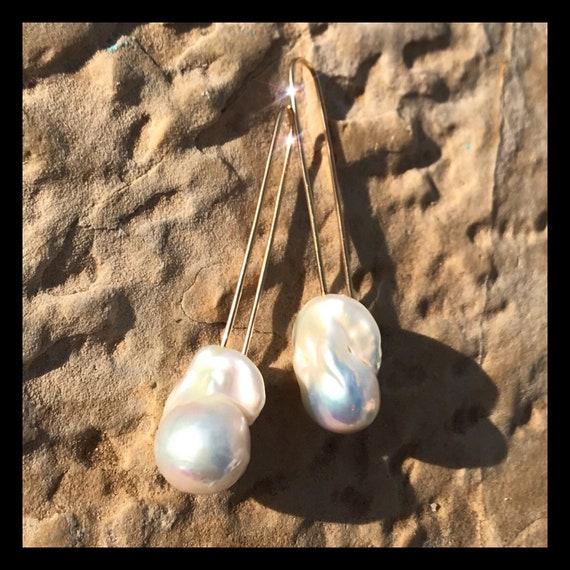 The Layla Pearl Earrings