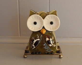 Vintage Owl Napkin Holder / Olive Green Plastic with Metal Base
