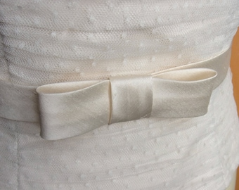 bridal sash with bow