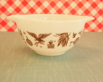 Pyrex Bowl - 1.5 Pint - 441 - Early American - 1970s