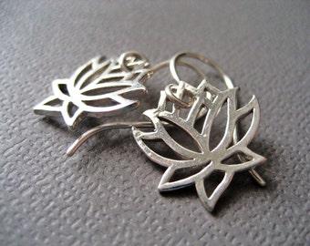 Silver Flower Earrings, Sterling Silver Earrings, Modern Jewelry, Simple Earrings, Short and lightweight, Petite