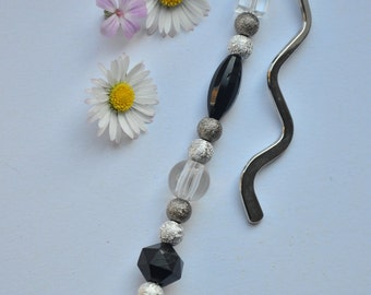 Bookmark, beaded, black and white, Gift idea, gift for her, gift for mum, book club, teacher gift, pretty, stylish, long metal hook