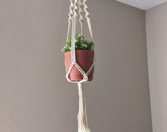Macrame Plant Hanger / Plant Lady Gift / Gifts for Her / Plant Holder / Modern Macrame Plant Hanger / Indoor Garden / Jungalow Style
