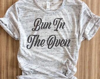 bun in the oven shirt, Bun in the oven,  preggers shirt, pregnancy announcement, baby shower gift, pregnancy gift, mama bear, preggers shirt