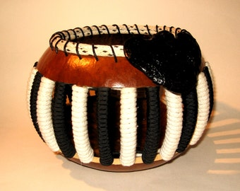 Black & White Corded Gourd Bowl with Black Tree Fungus