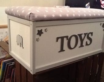 Wooden toy box. Toy box. Bunting toy storage. Storage box. Kids decor. Hand painted. Furniture. Personalised toy box. Nursery box.