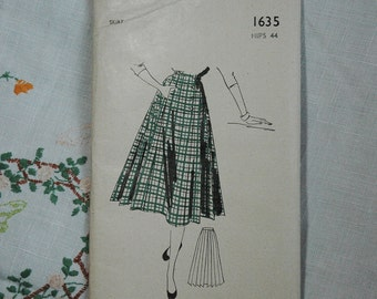 Vintage skirt pattern, Weldons 1635, 1950s, pleated skirt, size hips 44 inches, unused pattern