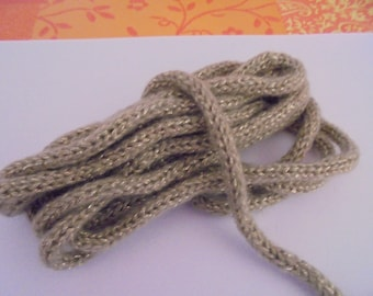 Knitting wool beige tube + 6 mm gold wire