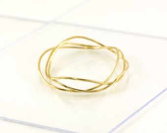 Gold plated bangle, wave shaped hammered thread, adjustable, handmade in France