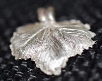 Hänge/Pendant smultronlöv av art clay silverlera finsilver