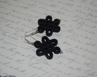 Black Carved Knot Ceramic Dangled  Earrings.