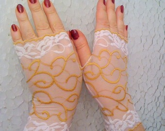 Yellow  lace gloves