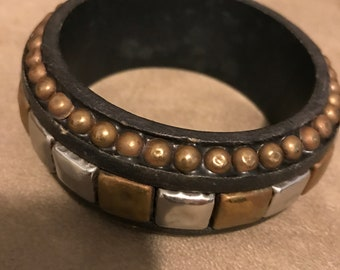 Bangle Bracelet with Two Tone Metail Design