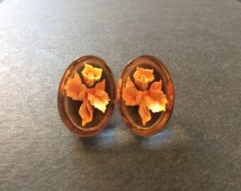 1950's Embedded Lucite Flower Earrings, Vintage Clear Lucite flower Earrings clip on, Clip on Lucite Earrings