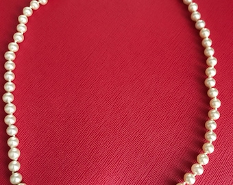 Beautiful Vintage Faux Pearl Necklace