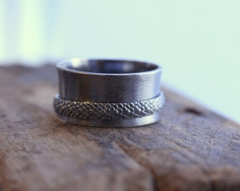 Sterling Silver Rustic Spinner Ring - Snake Skin Texture Wide Band Ring