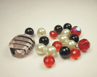 19 glass beads in assortment (CA15)