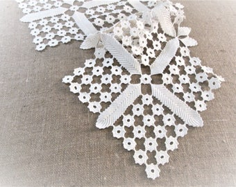Vintage Table Runner Antique Linens Lace Crochet Ivory Off White Hand Crocheted Dresser Scarves Boho Cottage Decor Vintage Linens