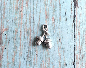 8 Acorn charms (3D) antique silver tone - silver acorn pendants, oak tree charms, woodland charms, nature charms, forest charms, T17