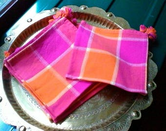 Lovely set of 6 cheerful pink and orange checked cotton napkins with tassels - vintage French linen