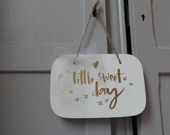 """Door plaque - wall decor """"Little Sweet Day"""" - white & gold"""