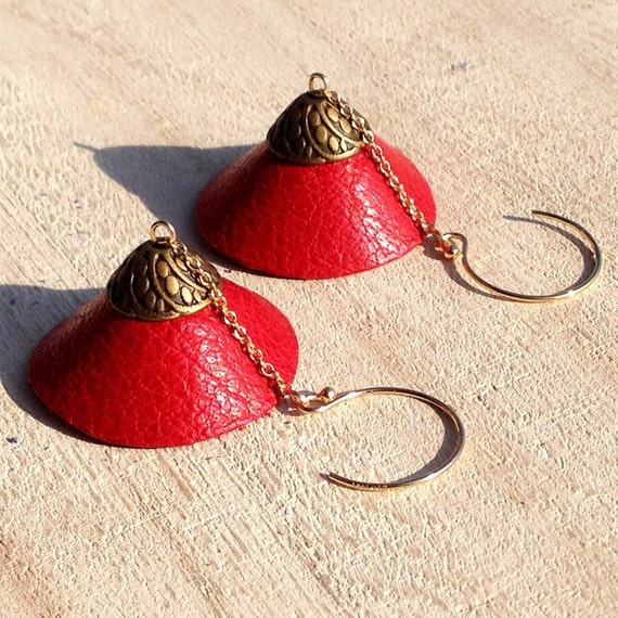 "Stud Earrings in 14K gold, dome red leather TEEPEE - Collection ""Indian summer"""