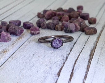Raw sapphire ring, purple sapphire, electroformed ring, dainty ring, September birthstone ring, mineral ring, raw gemstone ring, raw ring