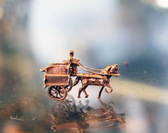 Rare 9ct 9k Gold Vintage Horse & Cart Moving Charm or Pendant  Western Style Wheels Turn