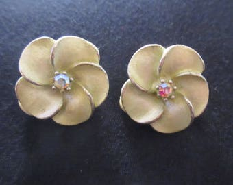 Vintage Enamel Flower Clip Earrings with Aurora Borealis Rhinestone Centre in Silver Tone