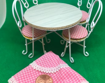Ice Cream Parlor Table/Chairs