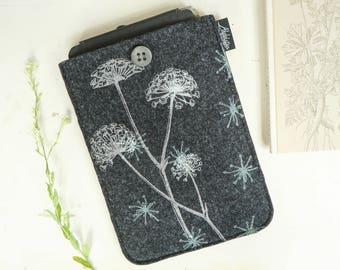 iPad mini vegan Sleeve, grey felt case, e-reader cover with Wild Flower Pattern, Screenprint ipad mini sleeve, soft case with floral print