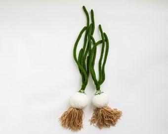 Spelen keuken voedsel uien - pretend play voedsel fruit - Baby zacht stuk speelgoed Waldorf speelgoed gebreide groene witte uien - lente cadeau voor de fijnproever