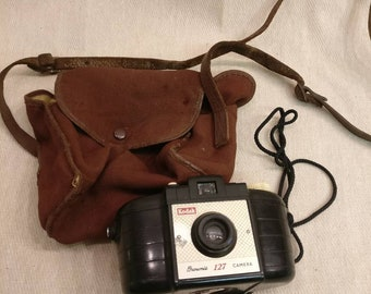 Vintage Kodak Brownie 127 Camera with vintage camera bag
