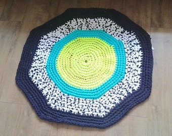 Rug made from 100% recycled tshirt yarn - 90cmx90cm