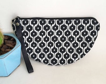 Half moon clutch in a black and white ikat print. Half moon bag. black and white bag.  Boho bag. Ikat bag. Wristlet.