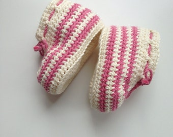 Candy floss baby girl booties. Crochet baby booties in organic cotton. Baby shoes size 0 - 3 months.