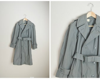 vintage 1970 sage green raincoat trench quarpel army green 274 -- mens womens size 34 short -- mens small