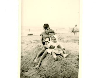 Vintage photo - children on the beach - Original Vintage Photos from PhotoTrouvee - 1950s found photo