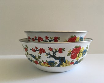 Vintage enamelware mixing bowls - medium and small