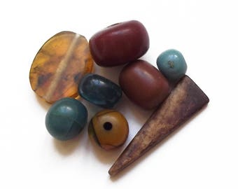 8 vintage tones of Browns and blue resin beads