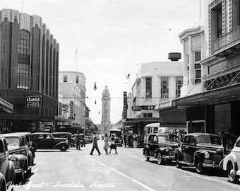 Honolulu, Hawaii - Fort Street Photograph (Art Prints available in multiple sizes)