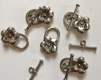 Package of 5 Floral Antique Silver Toggle Clasps. Base metal finding. Decorative clasp with flower motif. 3/4 of an inch long clasped.