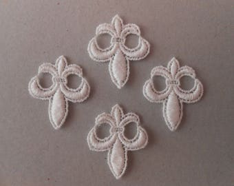 Set of 4 33 x 26 mm white lily flowers