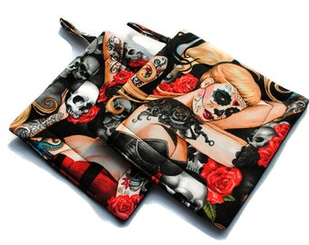 Quilted Pot Holders Day of the Dead Alexander Henry Pinups set of 2 día de los muertos