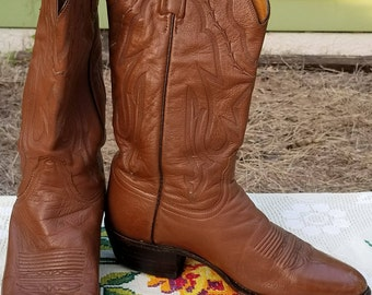 Men's Lucchese hand made cowboy boots, tan brown soft leather. western round toe.  9 D